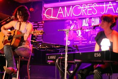 Victoria Gastelo y Rebeca Jiménez en un momento del concierto