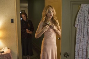 Carrie (Chloë Grace Moretz) junto a su madre (Julianne Moore)