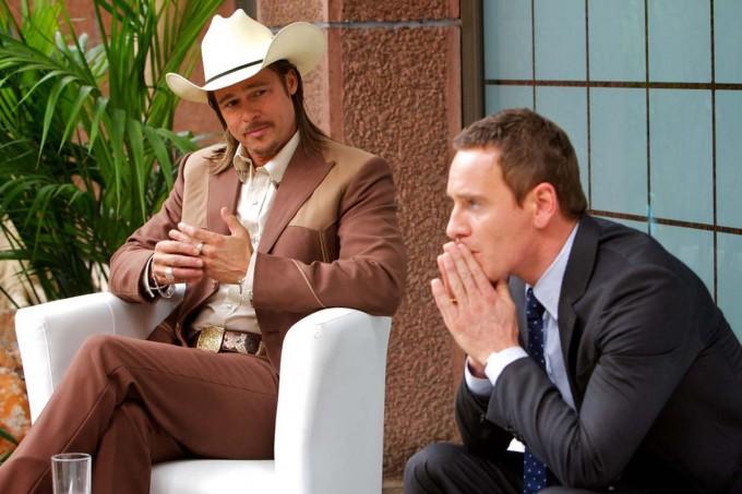 Brad Pitt y Fassbender en una escena de El Consejero
