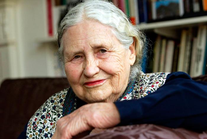 La novelista Doris Lessing