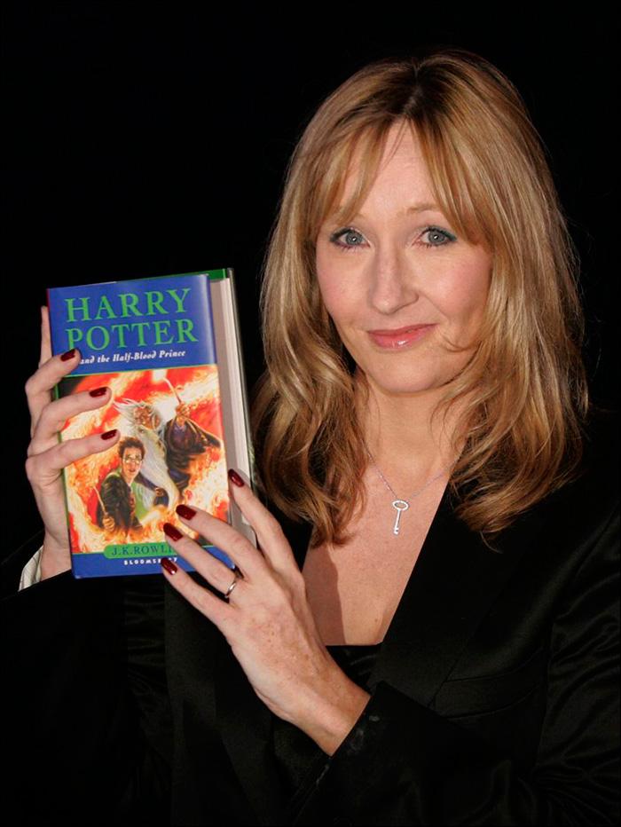 """J.K.Rowling bajo su seudónimo de Robert Galbraith publicará """"El gusano de seda""""-Fuente: cinemastric"""