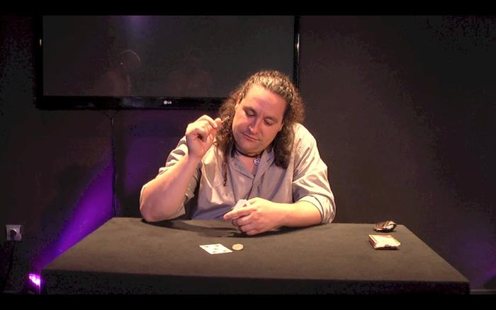 El mago Miguel Ángel Gea actuando en el 'Teatro Encantado'