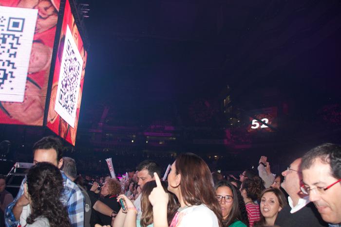 """El público en la """"noche de Cadena 100"""" en el Palacio de Deportes de Madrid"""