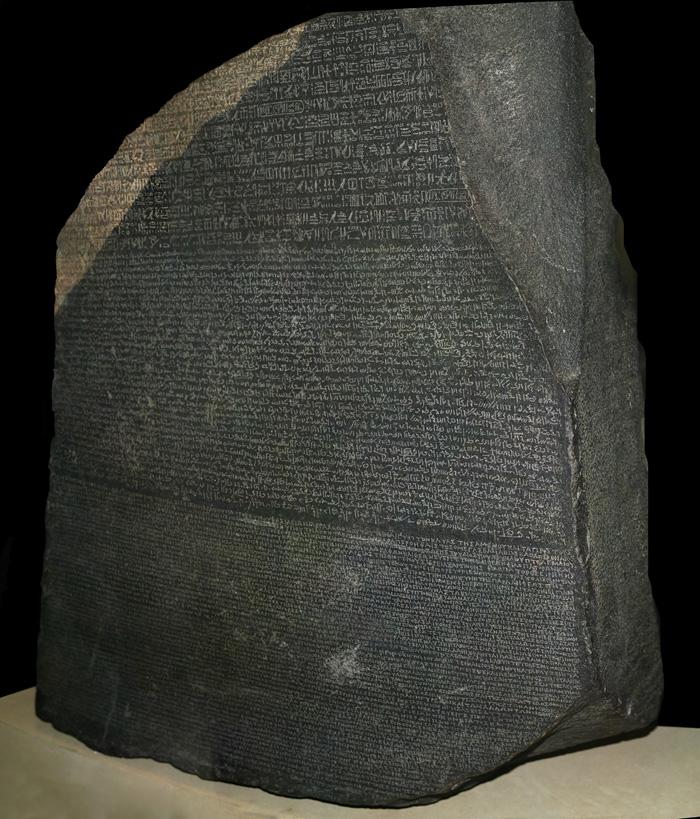 La Piedra de Rosetta (creada el 196 A.C), piedra con los tres tipos de inscripciones: jeroglífico, egipcio demótico y griego