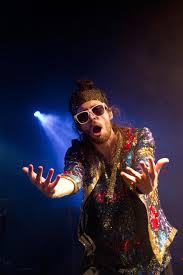 Sebastián Pringle sorprendió disfrazado en el escenario