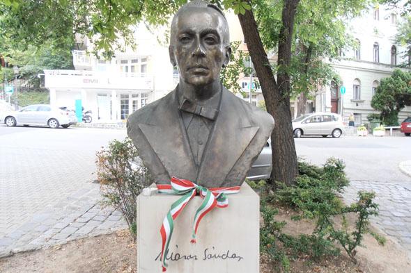 Busto Sándor Márai