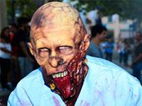 Chico disfrazado de zombie. Foto Parque Warner madrid