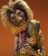 Simba y Nala en una de las escenas del musical