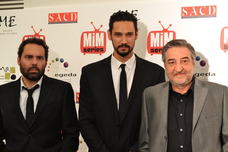 Aitor Gabilondo, Stany Coppet y César Benítez posando en los Premios del Festival de Series MIM 2014