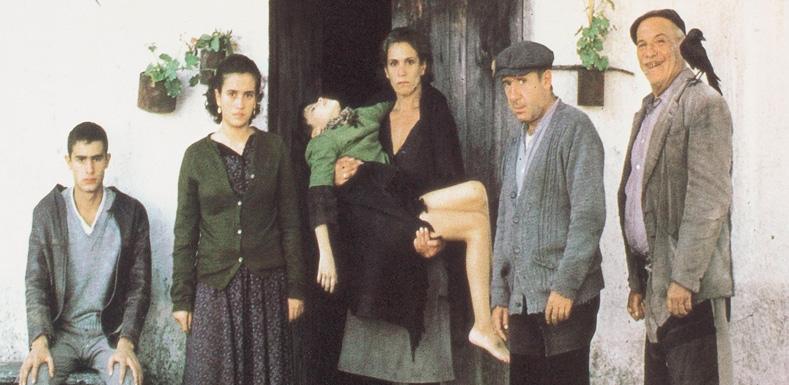 Fotograma de la película Los santos inocentes de Mario Camus, basada en la novela homónima de Miguel Delibes