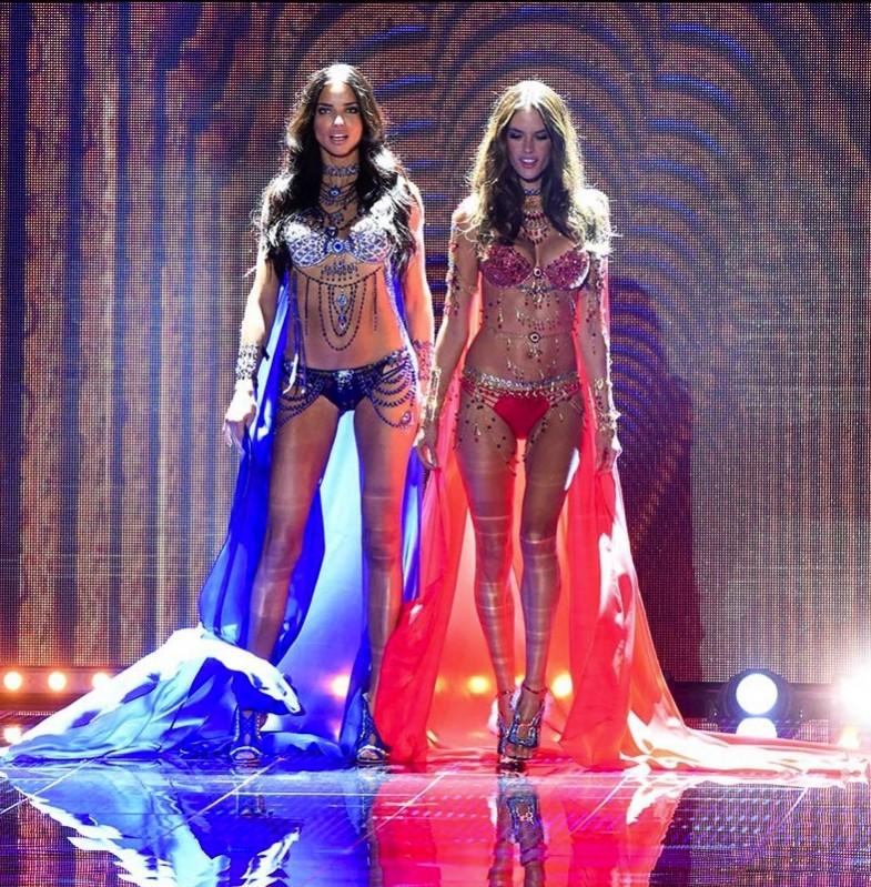 Adriana Lima y Alessandra Ambrosio con los 'Fantasy Bra'