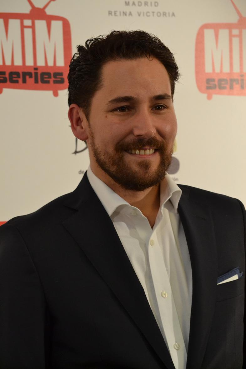 Javier Godino posando en los Premios del Festival de Series MIM 2014