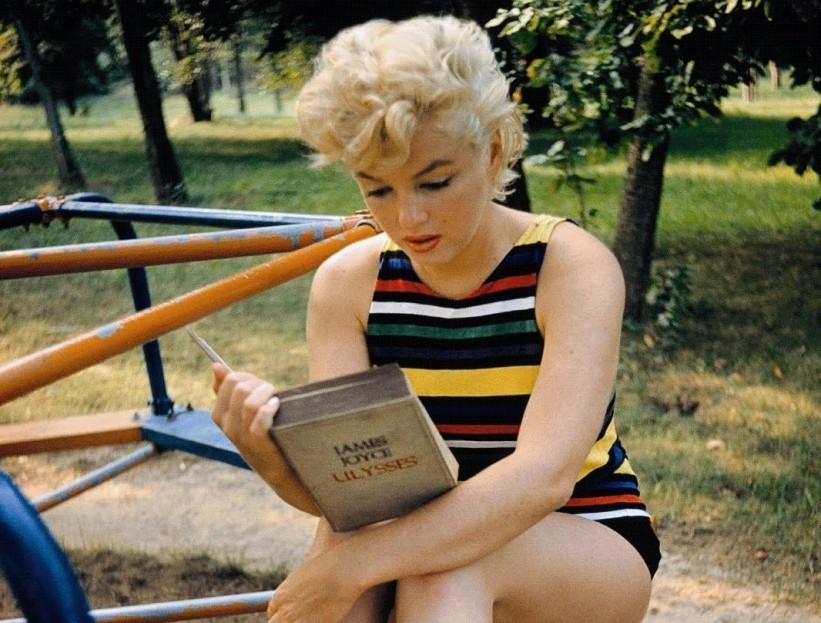 Marilyn leyendo a Joyce
