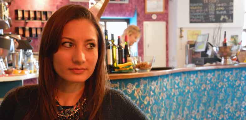 La actriz Alexandra Torres en el bar Terral. / Foto: Víctor Barahona