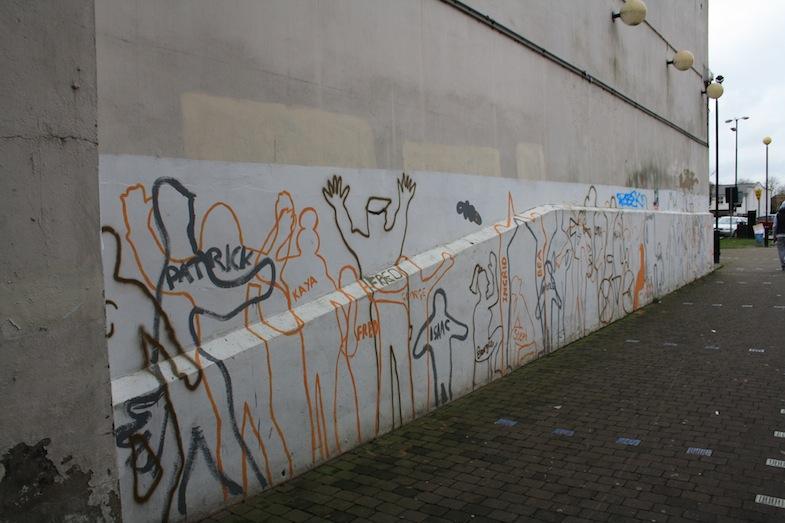 Grafiti con las siluetas de los vecinos de Peckham