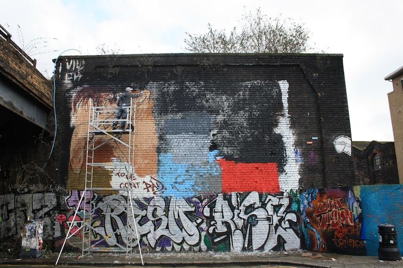 Dibujando un mural en Shoreditch