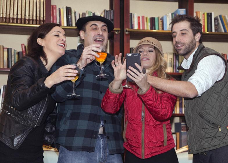 """Reparto de """"Más apellidos vascos"""" / Fuente: www.madridiario.es"""