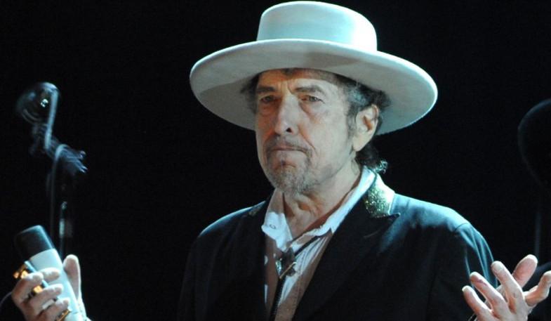 Bob Dylan en concierto / Fuente: plasticosydecibelios.com