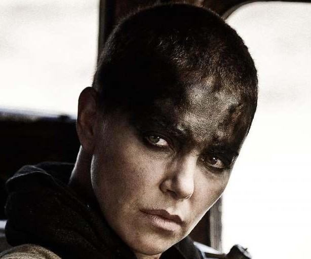 Escena de Mad Max con Charlize Theron