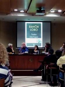 El periodista Ramón Lobo durante la presentación de 'Todos náufragos' en la Asociación de la Prensa de Madrid