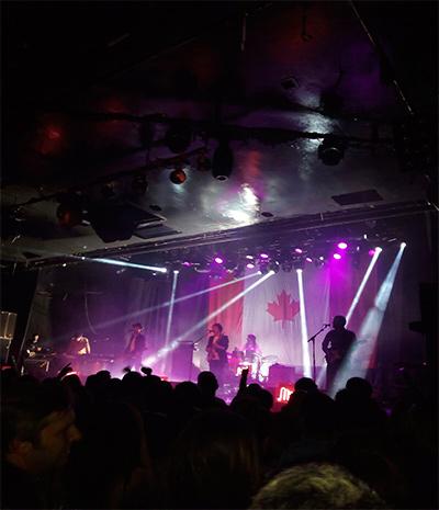 Sidonie sobre el escenario