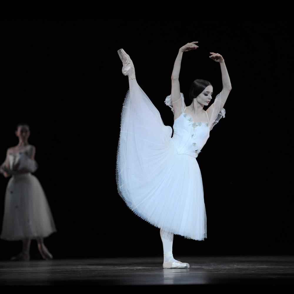 et-giselle-maria-kochetkova-still-white_1000