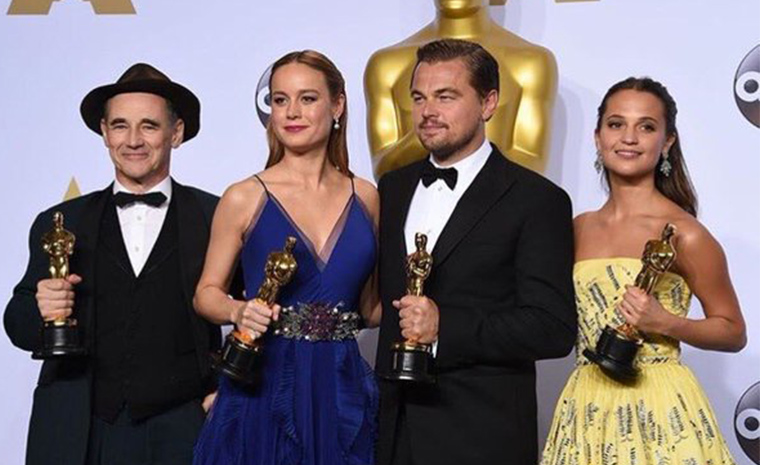 Mark Rylance, Brie Larson, Leonardo DiCaprio y Alicia Vikander posan con sus Oscar