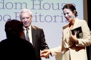 Aitana Sánchez Gijón y Mario Vargas Llosa.