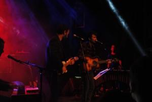 Ramón Rodríguez tocando con el invitado Miguel Rivera de Maga | Foto de Guillermo Chaparro