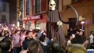 La muerta persiguiendo a Genarín.
