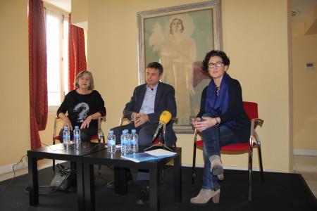 Margarita Borja, Ernesto Caballero y Concha Hernández durante la rueda de prensa