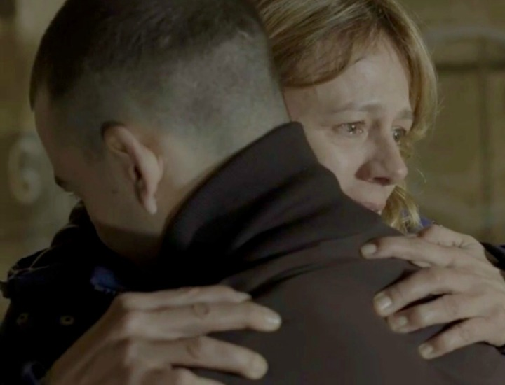 Ana y Gabriel/Leo en su primer encuentro tras la desaparición