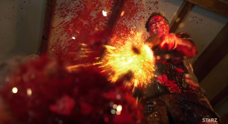 Ash revienta la cabeza de un Deadite en la segunda temporada de 'Ash vs Evil Dead'