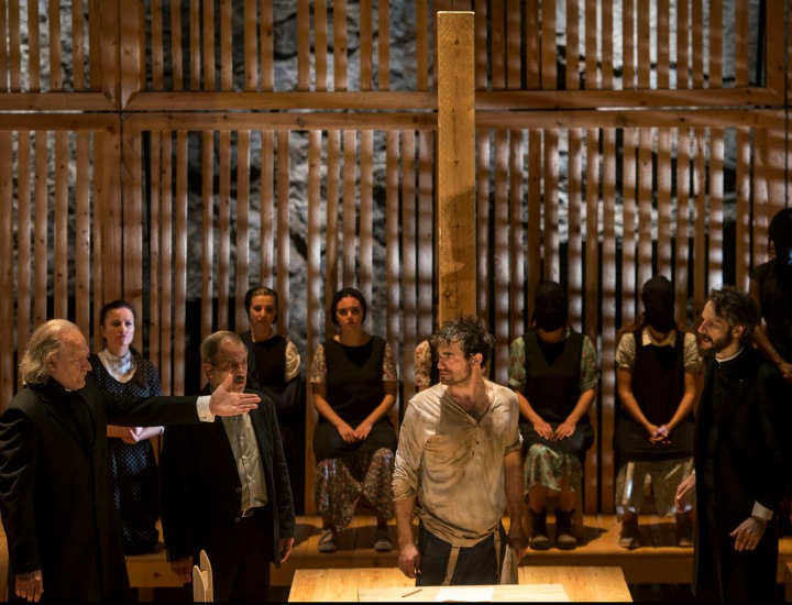 Momento de la representación de Las brujas de Salem