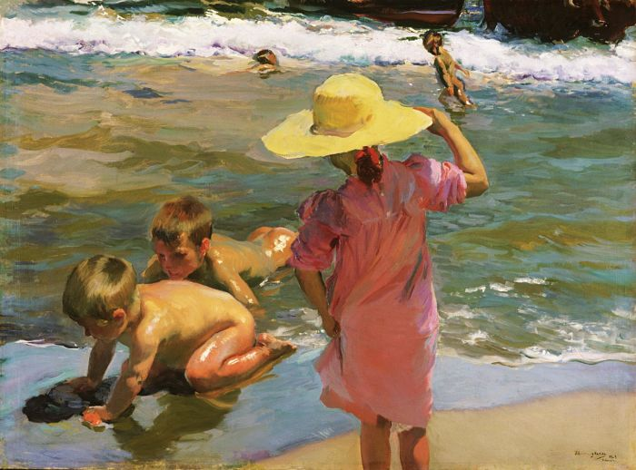 Niños en la orilla del mar