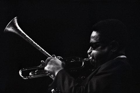 El trompetista Dizzy Gillespie