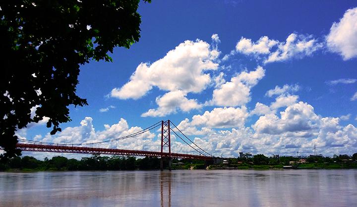El Puente Billinghurst visto desde la orilla del río Madre de Dios (Foto: Alvaro Guzmán)