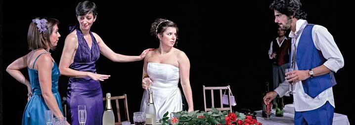 Escena de la boda en la que aparecen la novia y Leonardo.