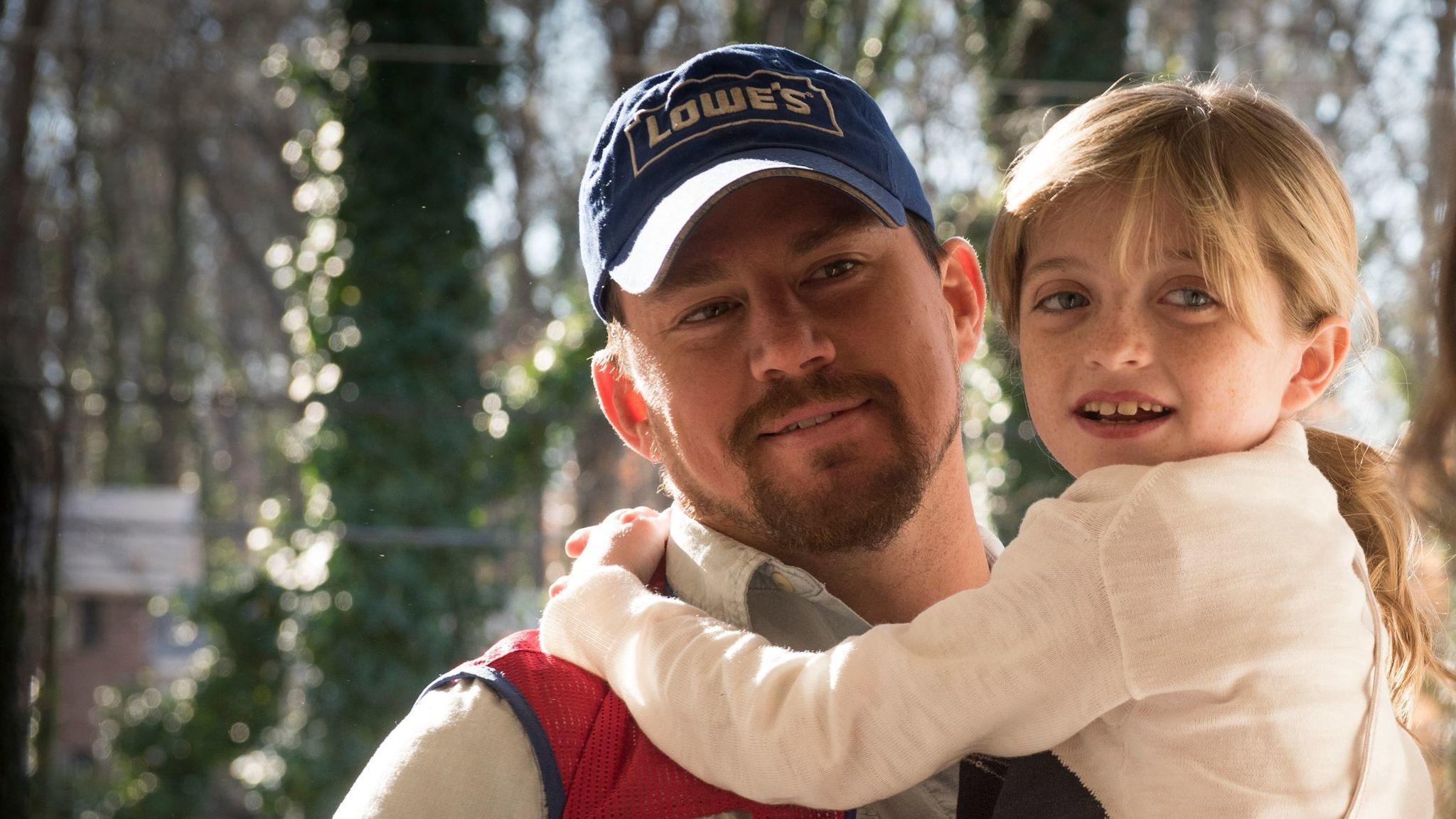 Channing Tatum y Farrah Mackenzie en una escena de 'La suerte de los Logan'.