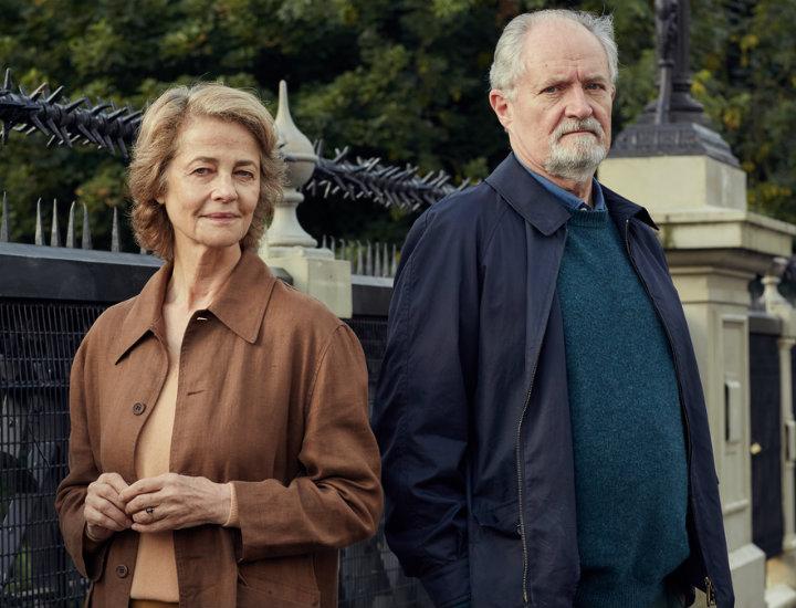 Charlotte Rampling y Jim Broadbent en 'El sentido de un final'.