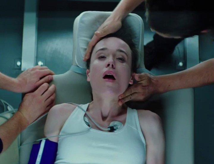 En 'Enganchados a la muerte', cinco estudiantes de medicina experimentan con sus cuerpos el tránsito entre la vida y la muerte.