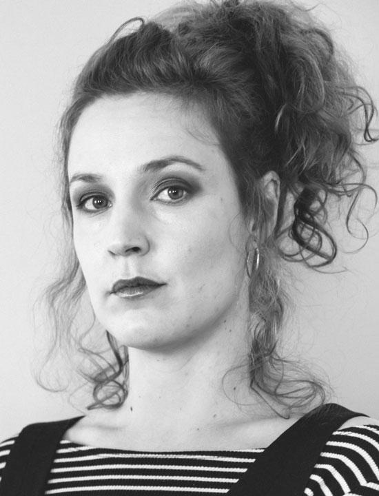 Sabina Urraca, la escritora y periodista vasca que ha escrito Las Niñas Prodigio
