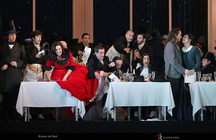 Escena del acto II de La bohème
