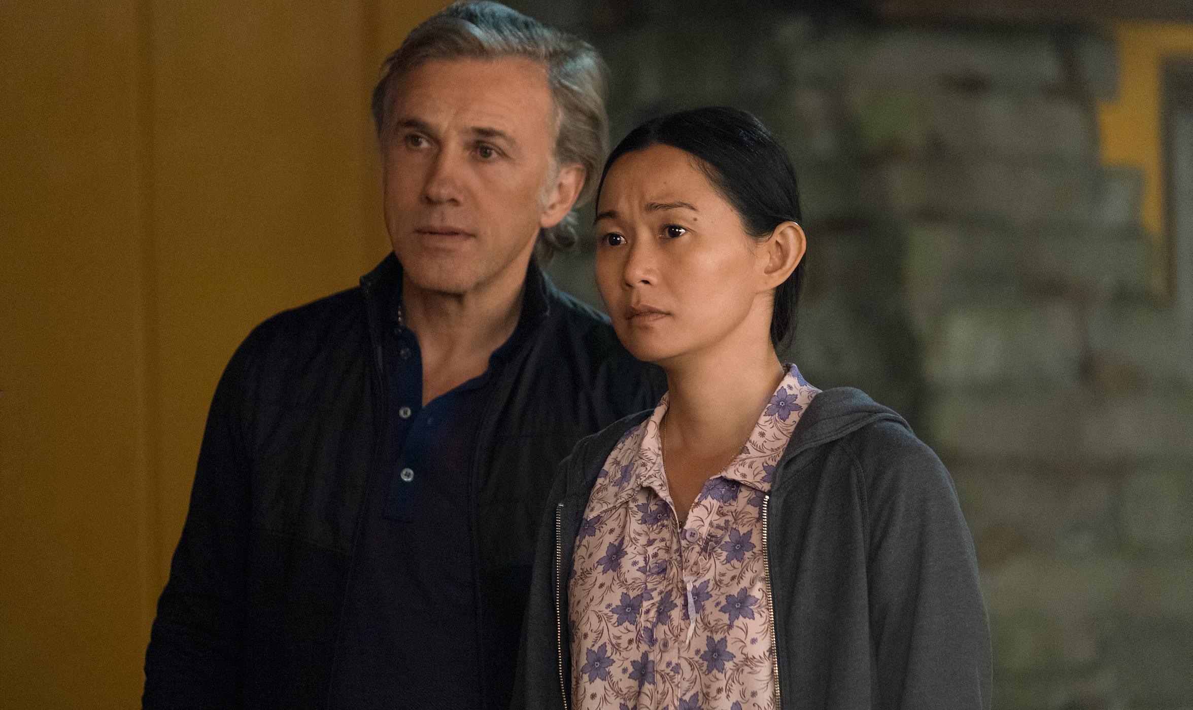 Hong Chau y Christoph Waltz.