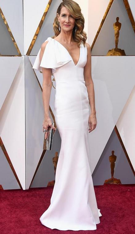 Laura Dern también ha optado por el blanco y ha acertado. La actriz de Big Little Lies ha lucido un vestido con una manga con vuelo y con corte de sirena.
