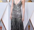 Gal Gadot: cambió sus brazaletes mágicos y su tiara de Wonder Woman por el vestido de Givenchy y las joyas de Tiffany & Co para asistir a los Oscar 2018, e impactar más como mujer de carne y hueso que como superheroína.