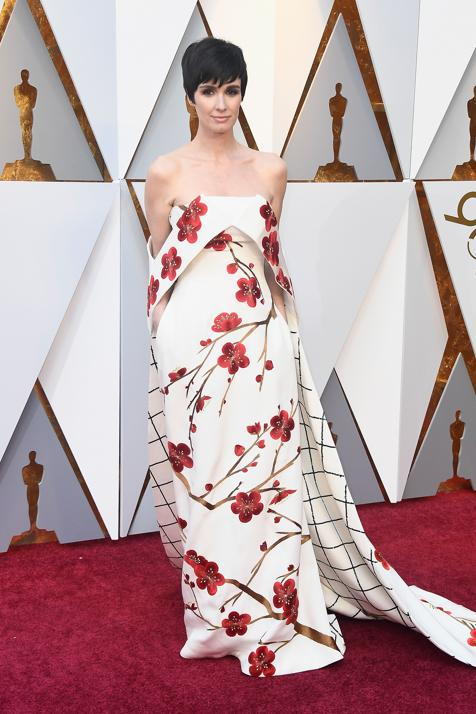 Paz Vega fue una de las primeras en llegar a la alfombra roja. Su vestido lo firma el diseñador chino Christopher Bu. Uno de los diseños más originales combinando flores y cuadros.