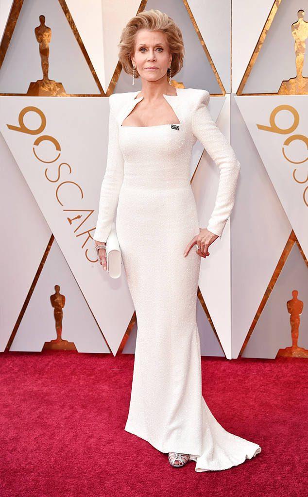 Imbatible: Jane Fonda, que prepara su quinta temporada de Grace and Frankie, de blanco y de Balmain.