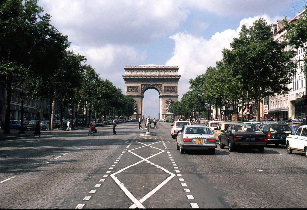 Avenida de Champs-Élysées, en 1980.