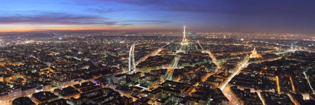 Panorámica de París de noche.